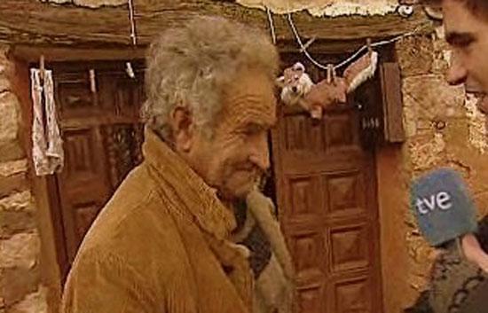 El Señor Luis García. Unico hab. del pueblo en una entrevista a TVE.