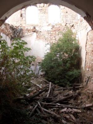 Interior en ruinas de la Iglesia
