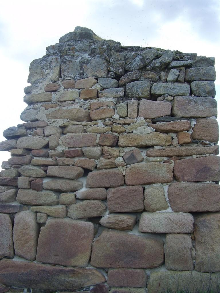 Detalle de la mamposteria de la muralla