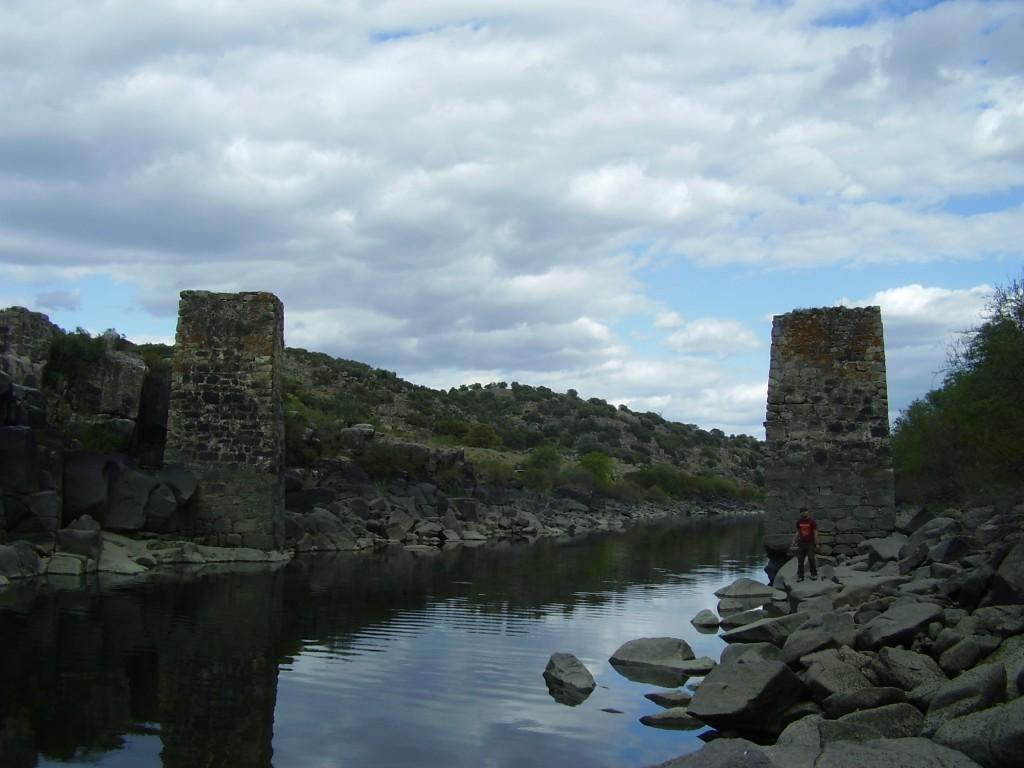 Restos del Puente de entrada a la Fortaleza
