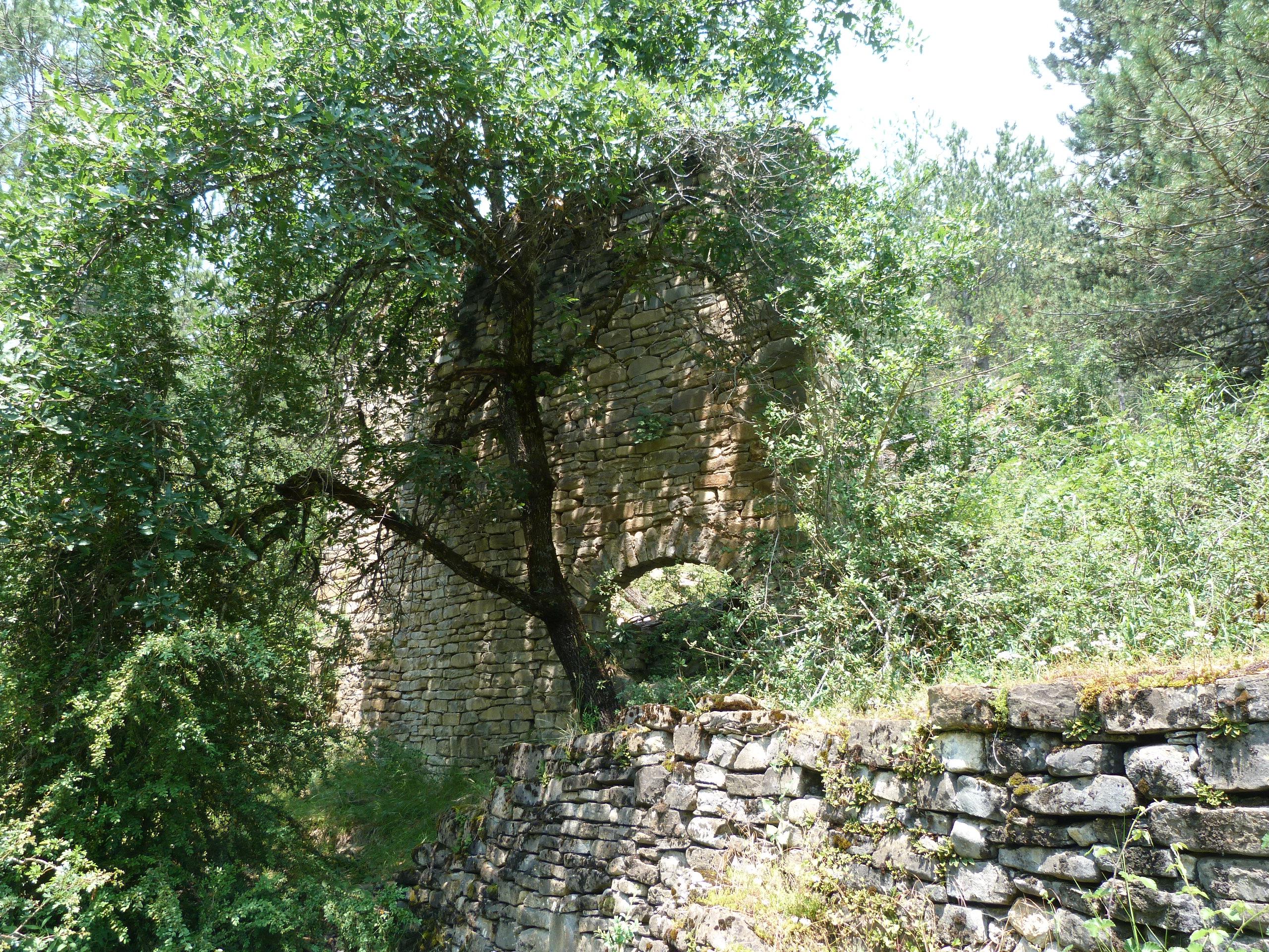 muros y calles del pueblo