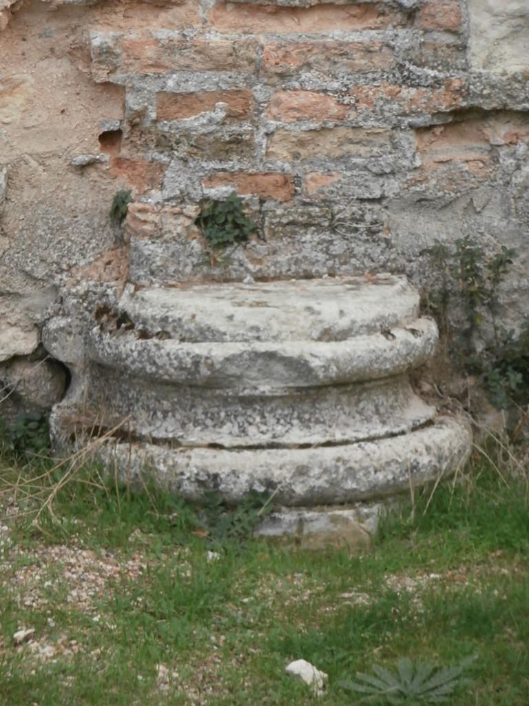 Basa de columna de la Sala de Yeserias