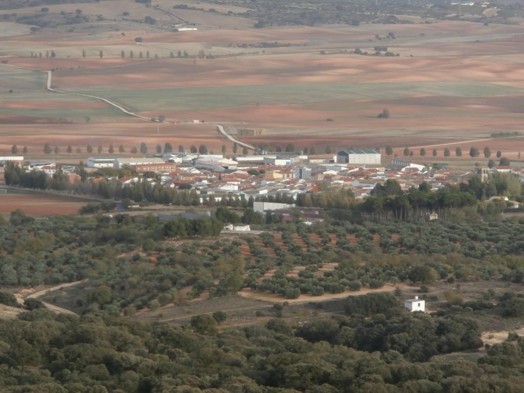 La localidad de Puebla de Almenara desde el Castillo