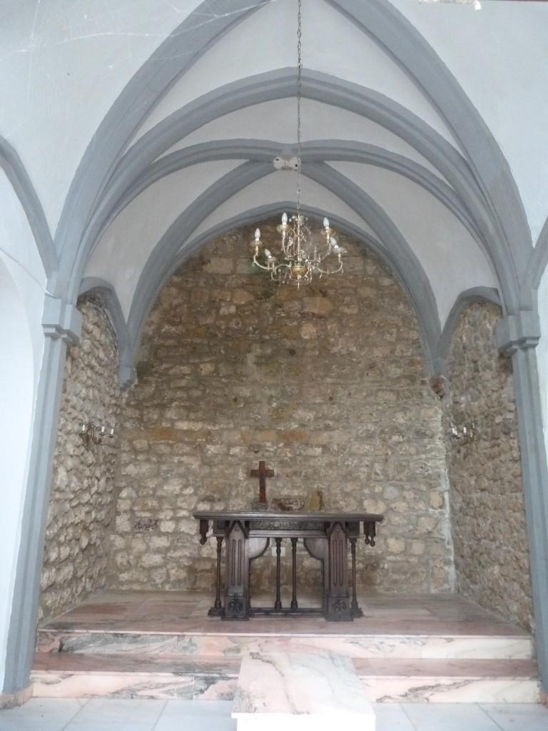 Capilla del Cementerio, en los pocos restos que quedan de la Iglesia