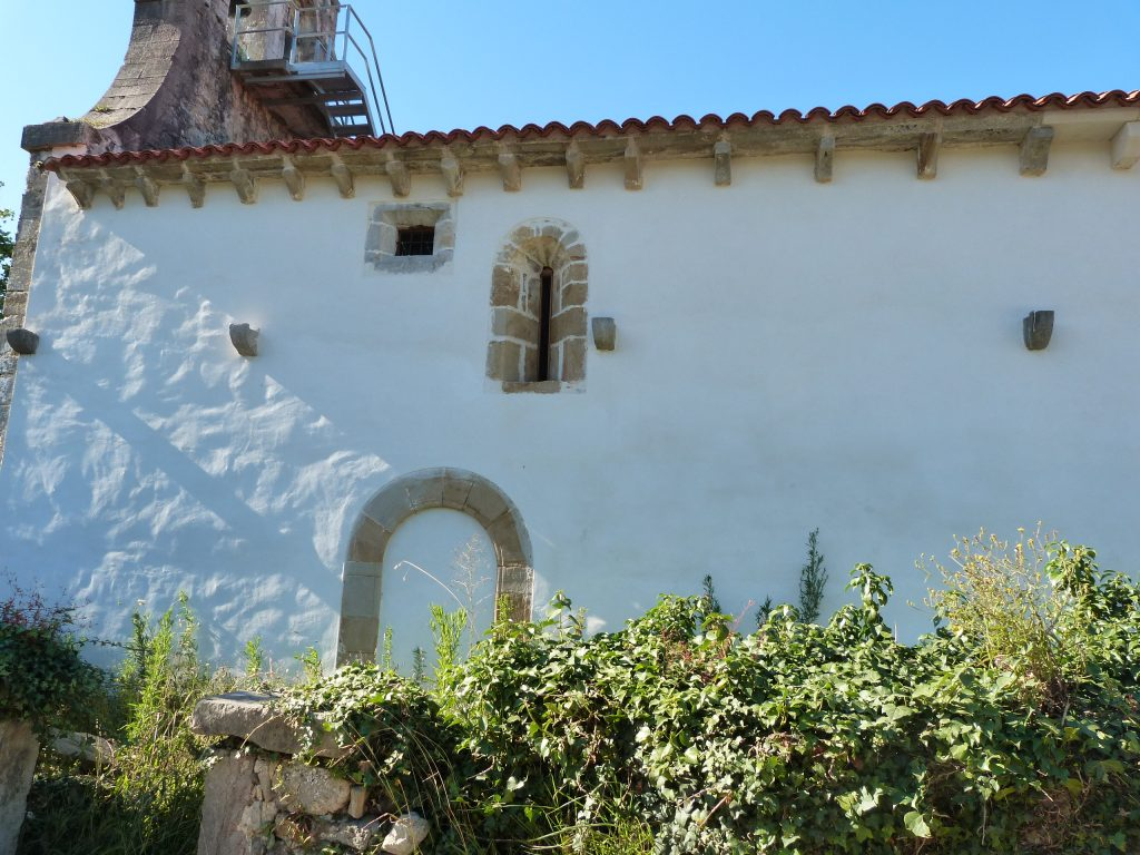 Muros y ventanales Romanicos