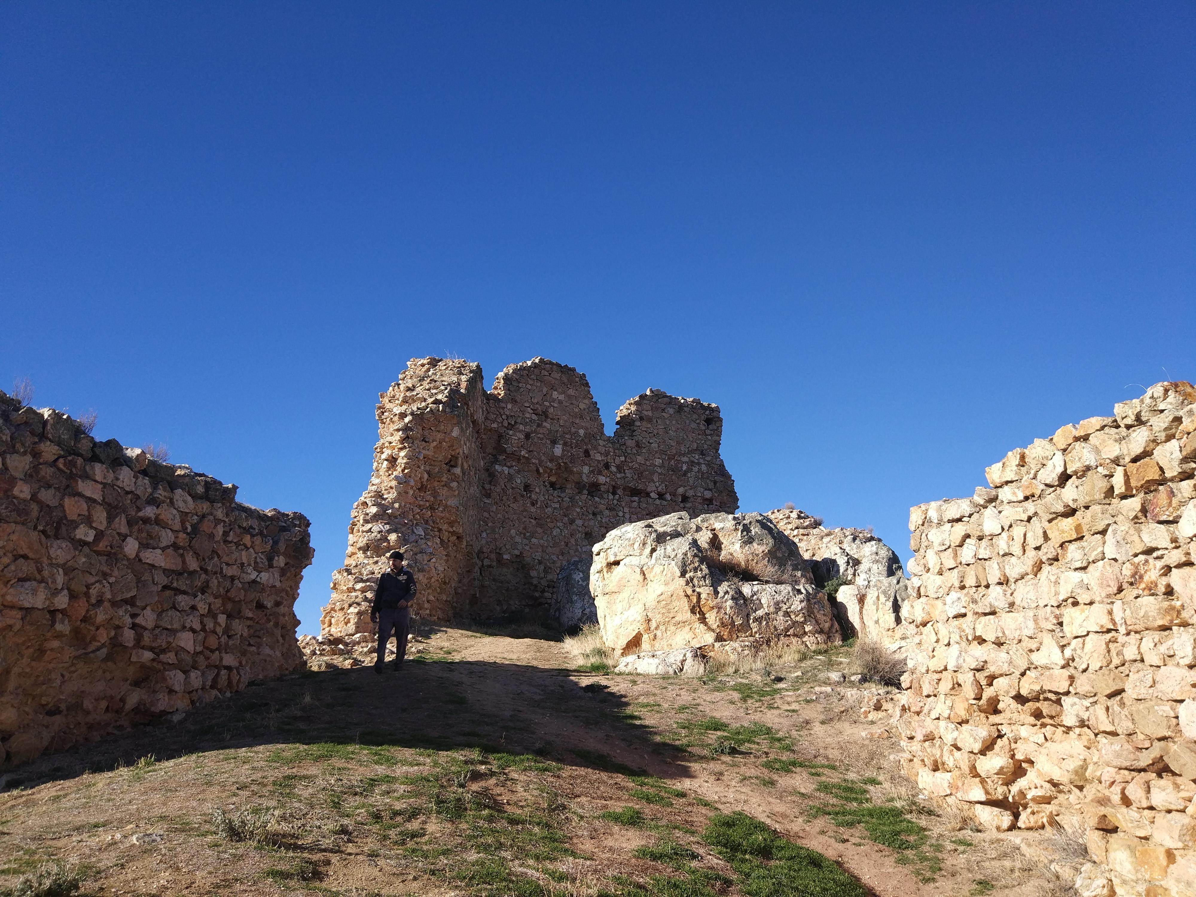 castillo de dos hermanas navahermosacastillo de dos hermanas navahermosa